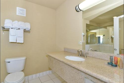 Lexington Inn & Suites Yuba City Photo