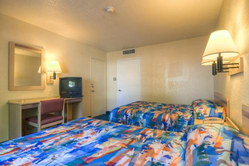 Motel 6 Barstow Photo