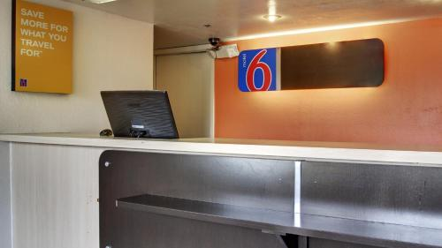 Motel 6 Des Moines North Photo