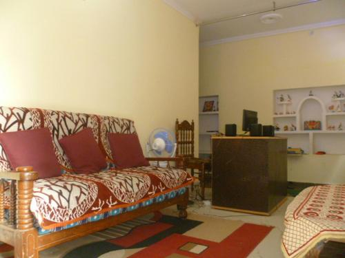 Sanskriti Paying Guest House
