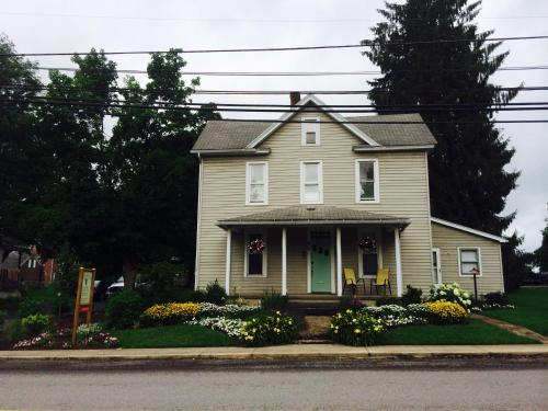 Homestead Inn Guest House Photo
