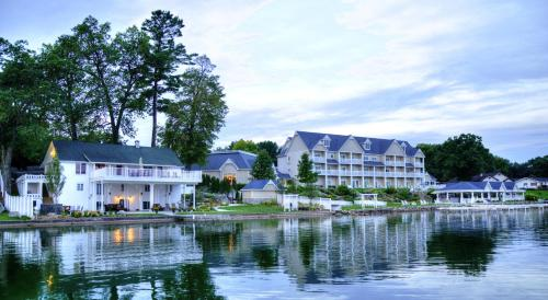 Bay Pointe Inn