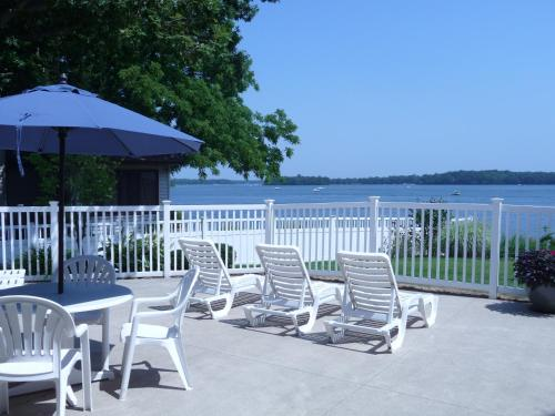 Bay Pointe Inn Photo