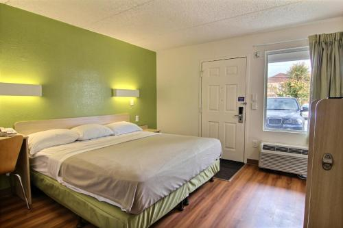 Motel 6 - Cleveland - Willoughby Photo
