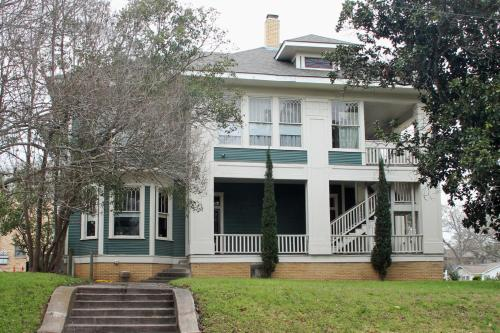 Historic Holle House Photo