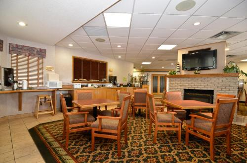Country Lane Inn & Suites Photo