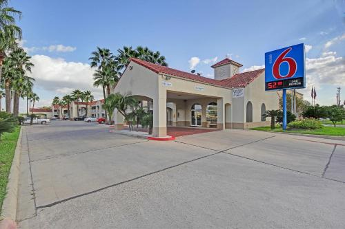 Motel 6 Edinburg Photo