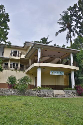 Ms Pinetrees Hostel, Koror