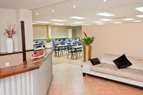 Oudtshoorn Inn Hotel Photo