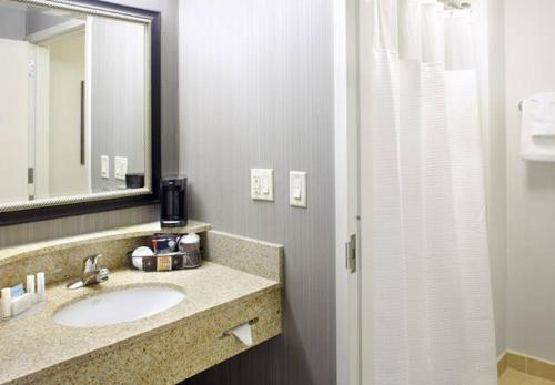Courtyard by Marriott Akron Stow Photo