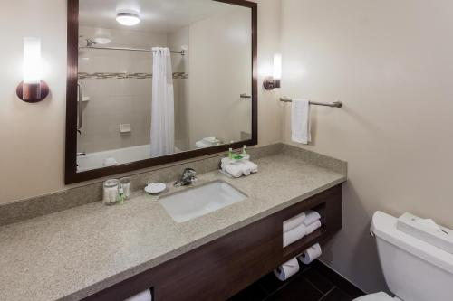 Holiday Inn Express Hotel & Suites Carpinteria - Carpinteria, CA 93013
