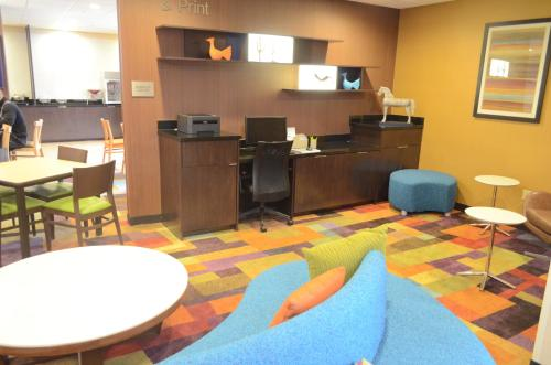 Fairfield Inn & Suites Houston Hobby Airport photo 4