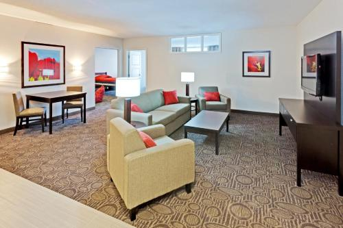 Holiday Inn Hotel & Suites Red Deer Photo
