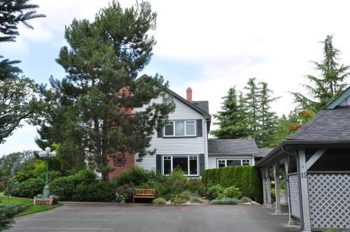Birds of a Feather Cowichan Bed and Breakfast Photo
