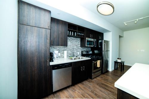 Downtown Plaza Apartment - Los Angeles, CA 90015