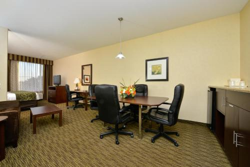 Comfort Suites Turlock Photo
