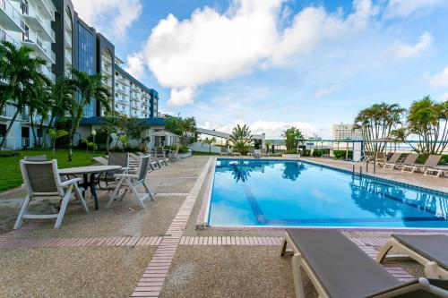 Oceanview Hotel and Residences Photo