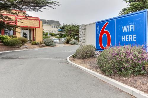 Motel 6 Monterey - Marina Photo