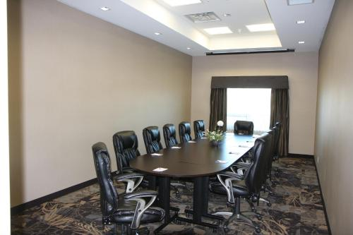 Best Western Plus Okotoks Inn & Suites Photo