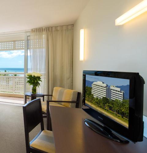 Holiday Inn Cairns Harbourside photo 28