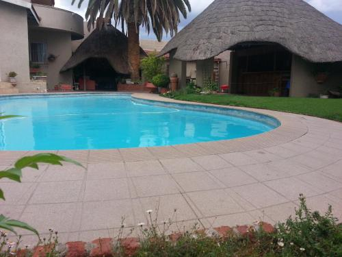 Shumba Guesthouse & Conference Centre - windhoek -