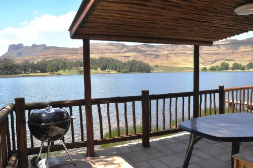 Lake Naverone Holiday Cottages Photo
