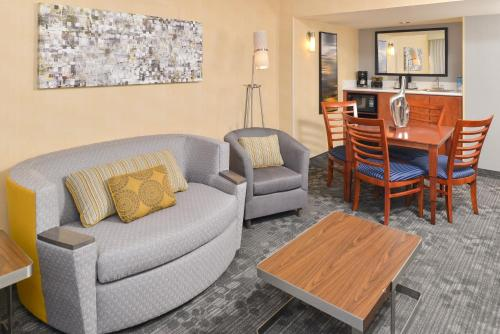 Courtyard by Marriott Denver Cherry Creek photo 35