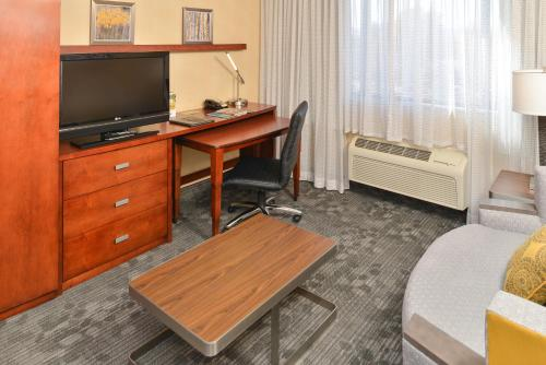 Courtyard by Marriott Denver Cherry Creek photo 36