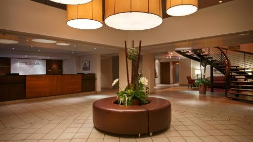 Best Western Plus Montreal Downtown- Hotel Europa Photo