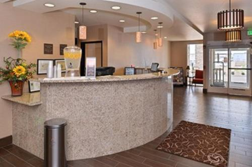 Comfort Suites Redding - Shasta Lake Photo