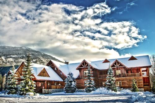 Glacier House Hotel & Resort, green hotel in Revelstoke, Canada