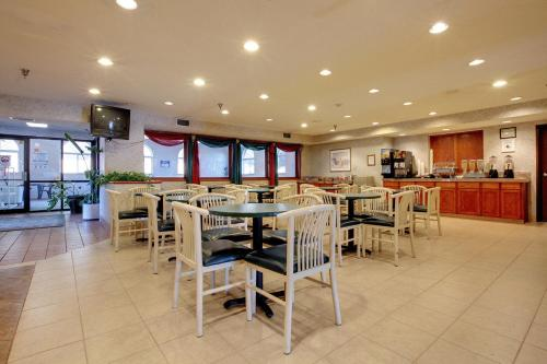 Americas Best Value Inn and Suites Saint Charles Photo