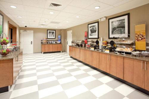 Hampton Inn & Suites Phoenix Glendale-Westgate Photo
