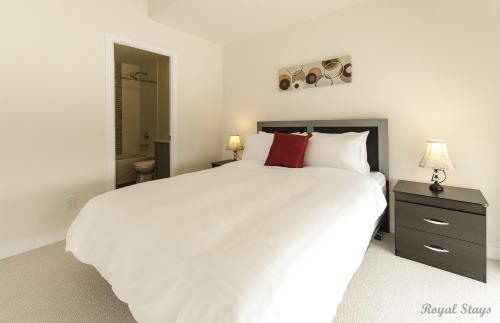 Royal Stays Furnished Apartments - Simply Serene Suites Photo