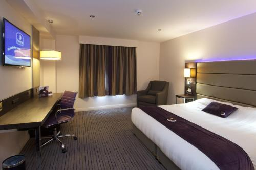 Premier Inn London Wandsworth photo 12