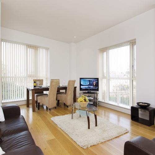 Canary Wharf Luxury Riverside Apartments