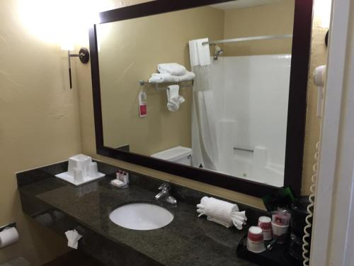 Ramada Poway Photo