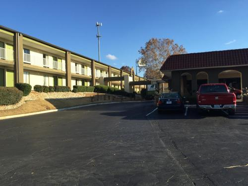 Express Inn & Suites Photo