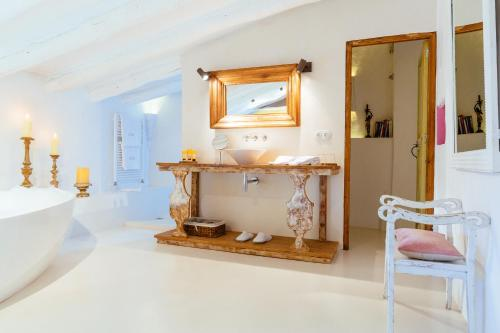 Suite Hotel Can Casi Adults Only 8