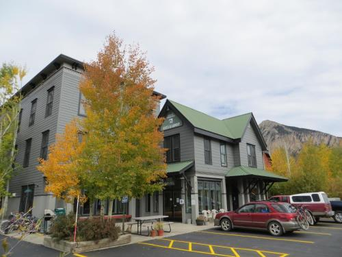Photo of Crested Butte Lodge And Hostel By Crested Butte Lodging hotel in Crested Butte
