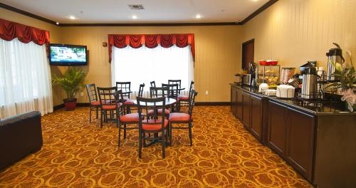 Regency Inn & Suites Photo