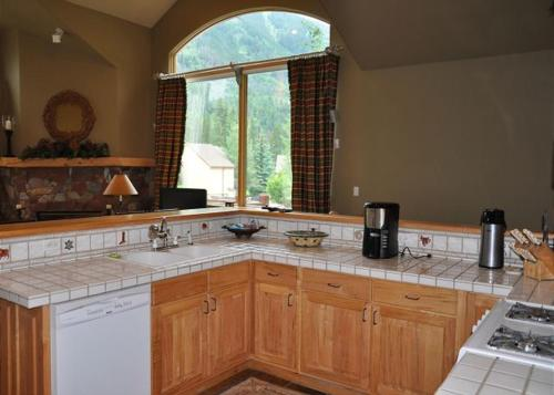 Prima Court Home with Private Hot Tub - Vail, CO 81657