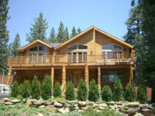 Photo of RedAwning Tahoe City Retreat with Hot Tub