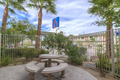 Motel 6 Las Vegas Tropicana Photo