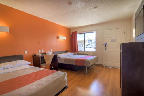 Motel 6 Las Vegas - I-15 photo 2
