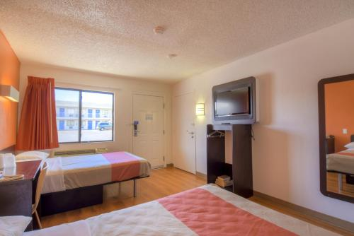 Motel 6 Las Vegas - I-15 photo 5