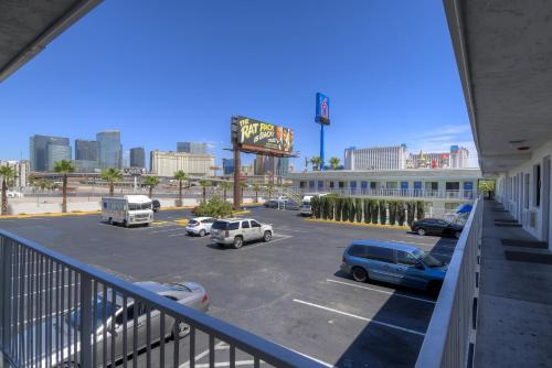 Motel 6 Las Vegas - I-15 photo 7