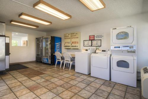 Motel 6 Las Vegas - I-15 photo 11