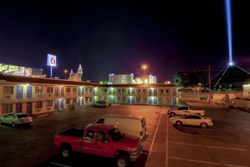 Motel 6 Las Vegas - I-15 Photo