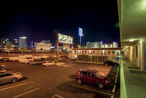 Motel 6 Las Vegas - I-15 photo 23